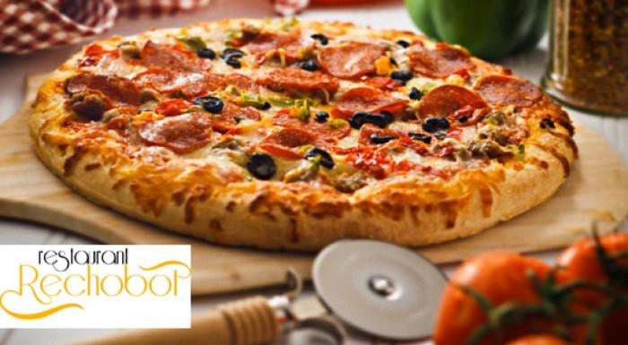 Chrumkavá pizza v reštaurácii Rechobot