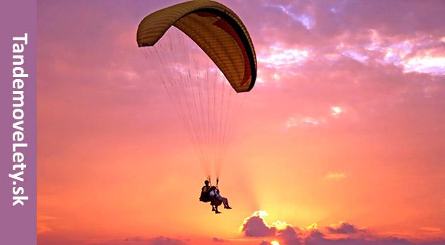 Tandemový let s nádhernými výhľadmi - skvelý adrenalínový zážitok na celý život