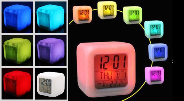 Digitálny LED budík s meniacimi sa farbami