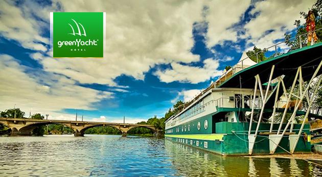 Vychutnajte si romantiku na vlnách Vltavy - luxusný botel GreenYacht**** v Prahe