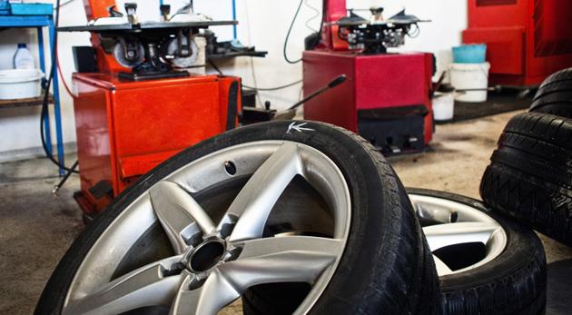 e27bfa39c7 Dajte si vymeniť pneumatiky skôr ako bude v servisoch plno.