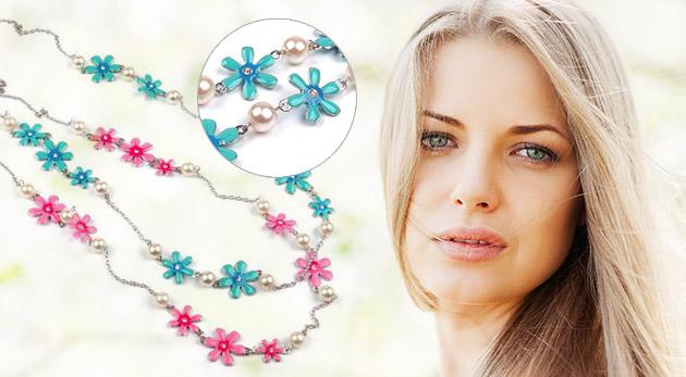 Štýlový dlhý náhrdelník s kvetmi - na výber v ružovej alebo tyrkysovej farbe