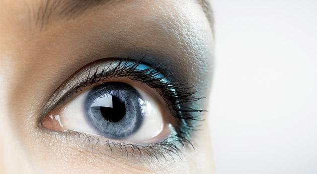 Profesionálne ošetrenie očného okolia lekárskou kozmetikou s botoxovým efektom