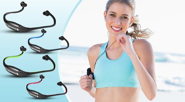 Komfortné telefonovanie alebo počúvanie hudby so športovými bluetooth slúchadlami s mikrofónom