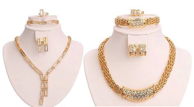 Set šperkov v zlatej farbe - náhrdelník, náramok, prsteň, náušnice