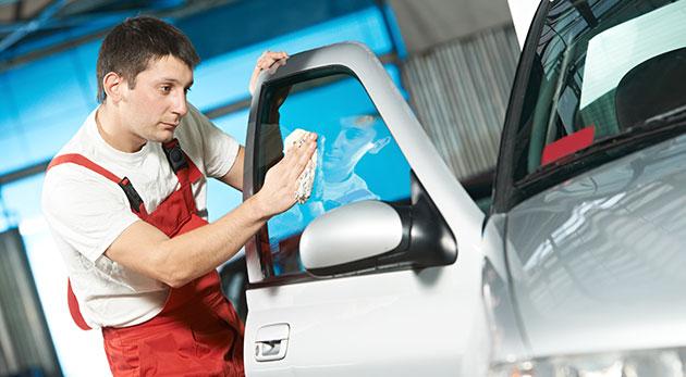 Ručné umytie interiéru alebo exteriéru auta v Ružinove
