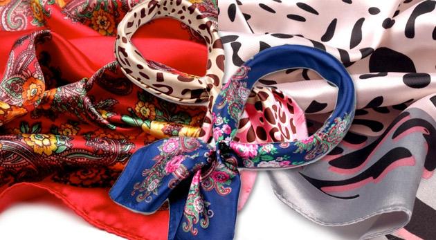 Elegancia a šarm s novou saténovou šatkou s motívom kvetov alebo leopardích škvŕn