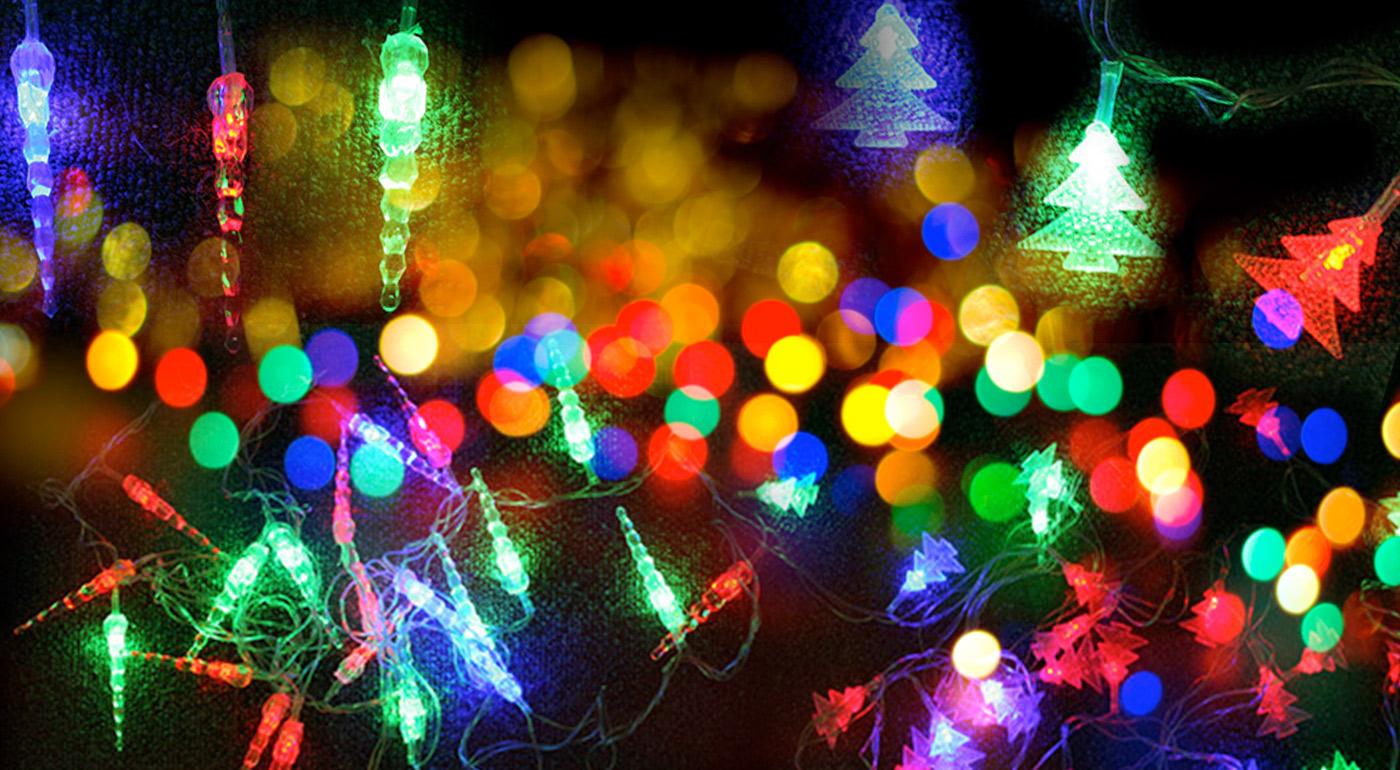 Vianočné LED svietiace reťaze v tvare stromčekov alebo cencúľov