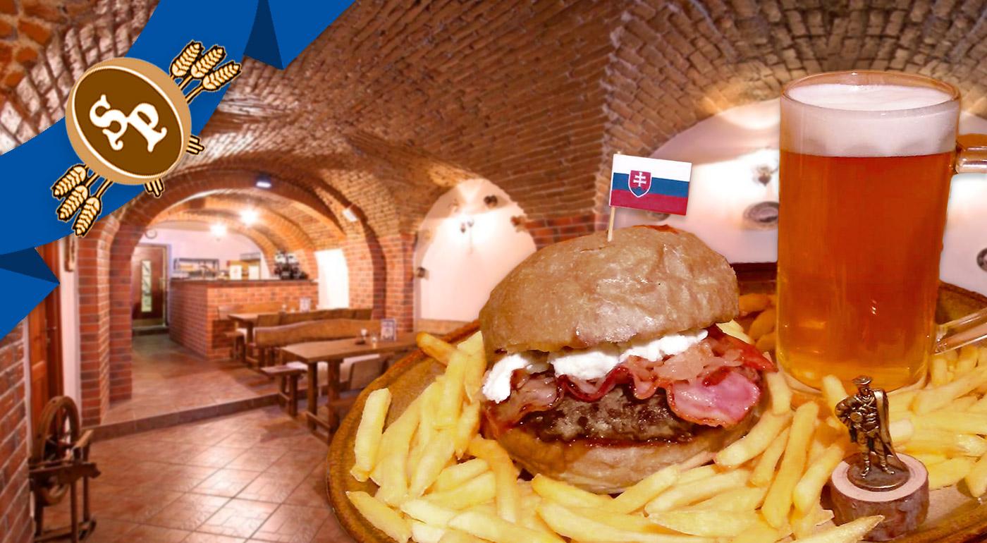 Domáci Jánošíkov hamburger v Staroslovienskej pivárni v centre Bratislavy