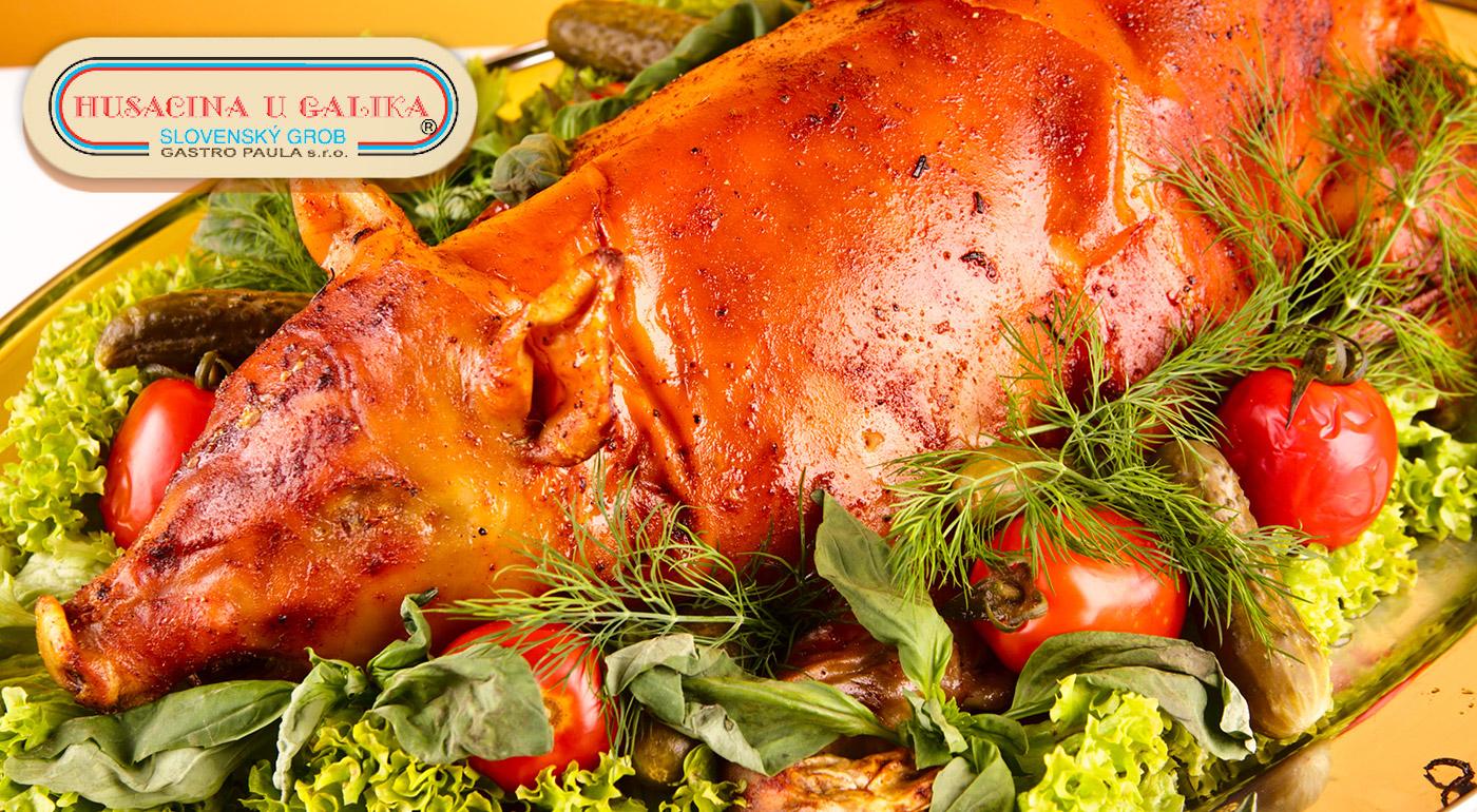 Doprajte si s priateľmi či rodinou polovicu alebo celé pečené prasiatko z vychýrenej reštaurácie v Slovenskom Grobe.