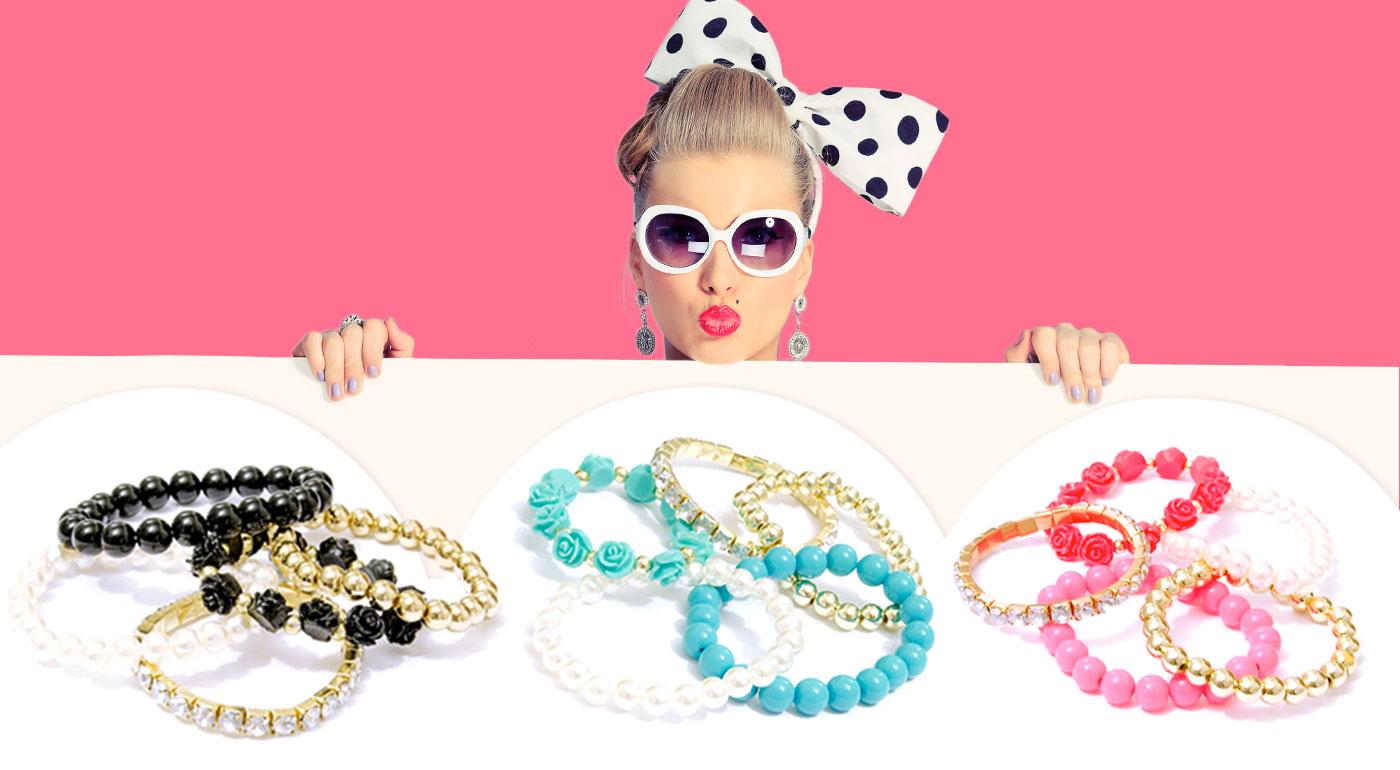 Krásny set perlových náramkov s ružičkami