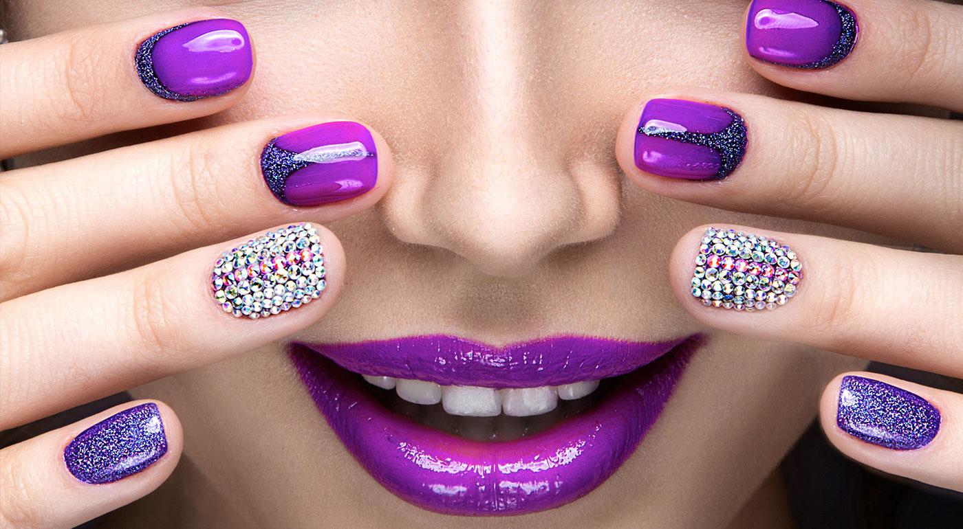 Farebné ozdobné kamienky na nechty