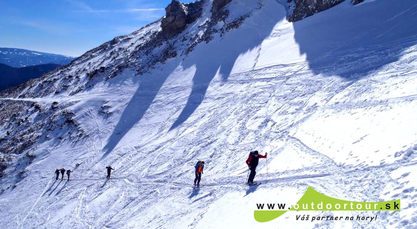 Skialpinistická túra na rakúsku dvojtisícovku v Alpách