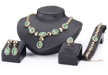 4 dielny set šperkov Queen zelený - náhrdelník, náušnice, náramok, prsteň