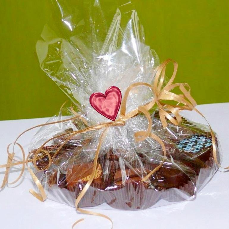 Darčekové balenie ručne vyrobených čokoládových praliniek CELOFAN