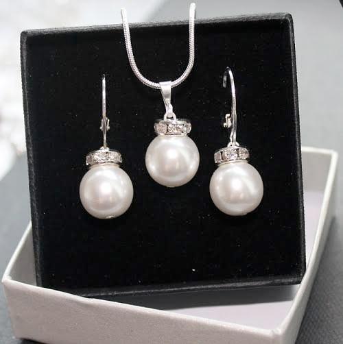 Set šperkov - prívesok a náušnice v striebornej verzii - CLASSIC