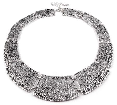 Masívny kovový náhrdelník - platinový