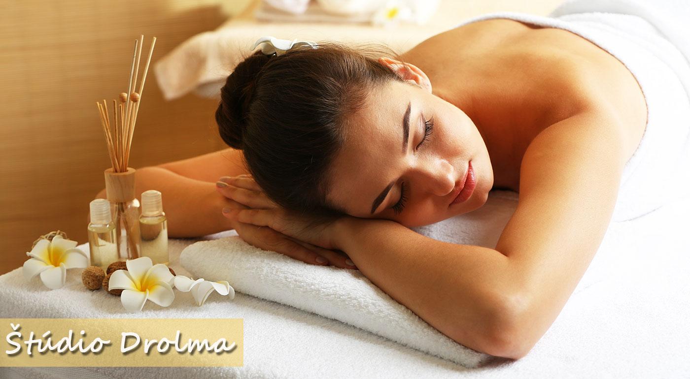 Uvoľňujúca klasická masáž chrbta alebo reflexná masáž chodidiel v Štúdiu Drolma