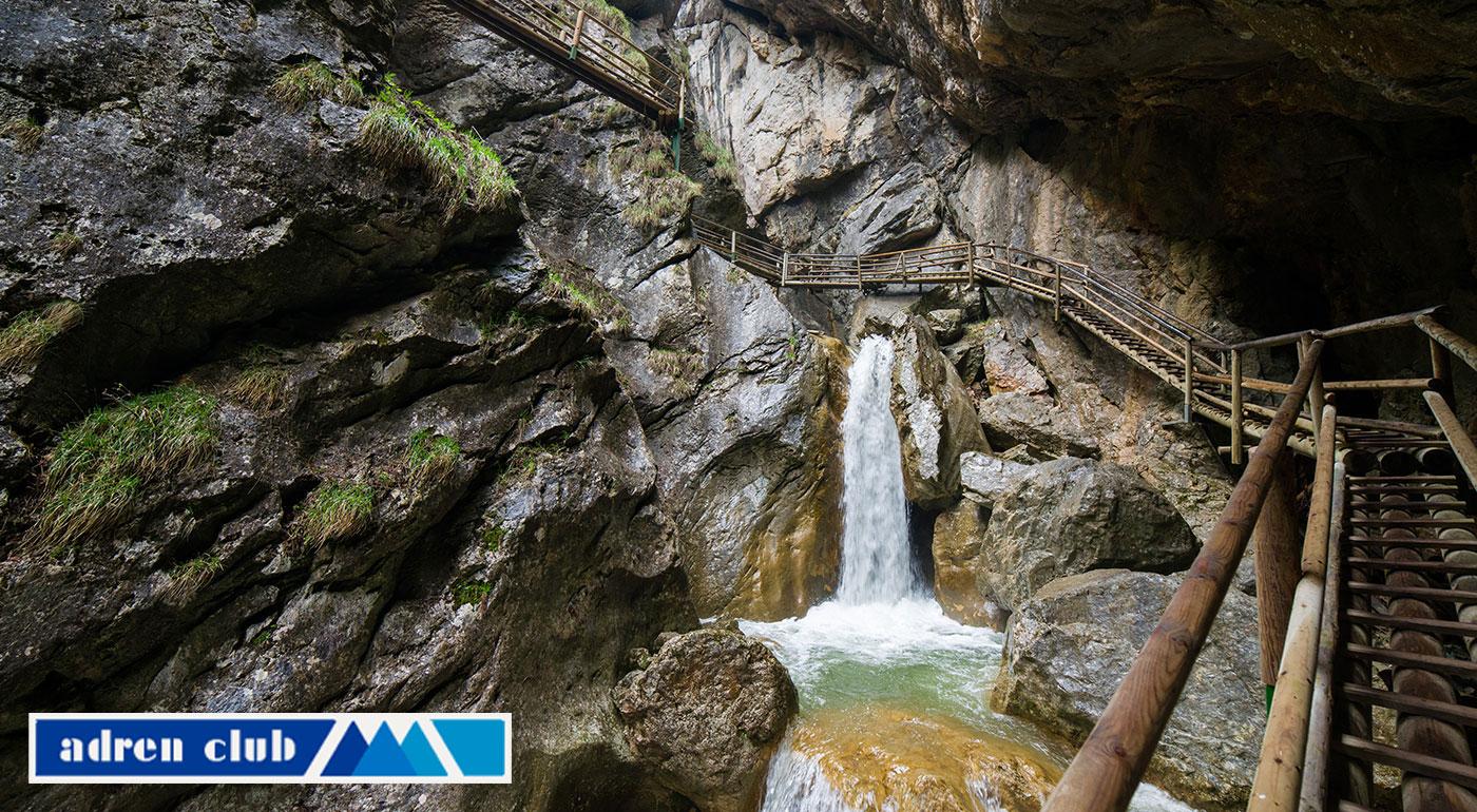 Vydajte sa na jarnú turistiku do Medvedej tiesňavy – Bärenschützklamm v rakúskych Alpách