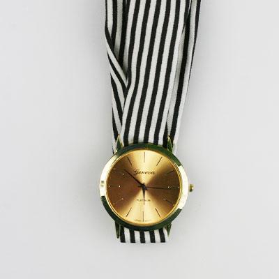 Dámske hodinky s látkovou šatkou - čierne