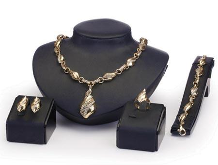 4-dielny set šperkov Kalish (náhrdelník, náramok, náušnice, prsteň)
