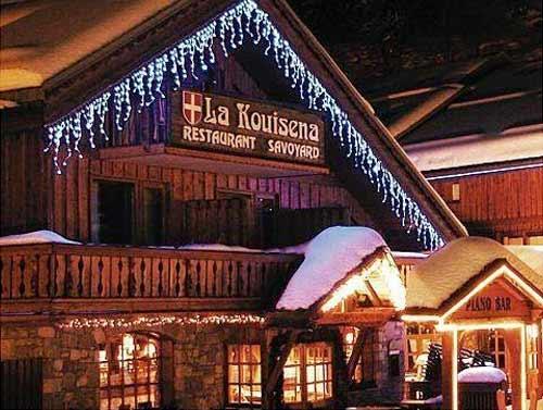 Vianočné ozdobné osvetlenie domu studené biele