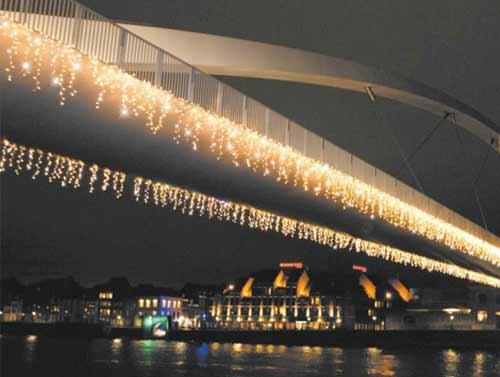 Vianočné ozdobné osvetlenie domu teplé biele