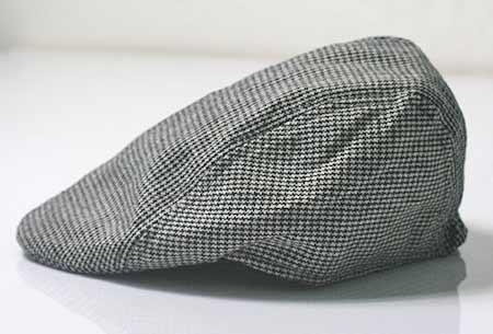 Pánska baretka - farba bielo-čierna so vzorom