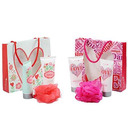 2 kusy darčekových sád (telové mlieko, hubka na umývanie tela, sprchovací gél)