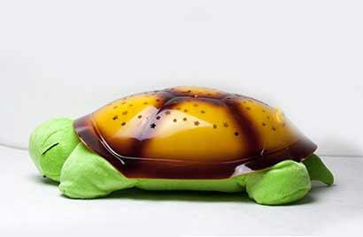 Svietiaca plyšová korytnačka - krikľavozelená