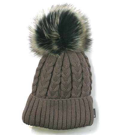 Dámska pletená čiapka so vzorom - hnedá