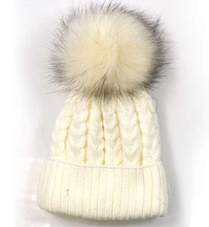 Dámska pletená čiapka so vzorom - smotanová