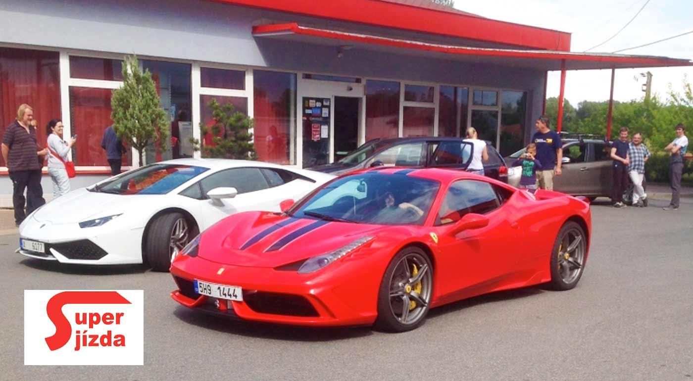 Zážitkové jazdy na nablýskaných žihadlách Ferrari a Lamborghini