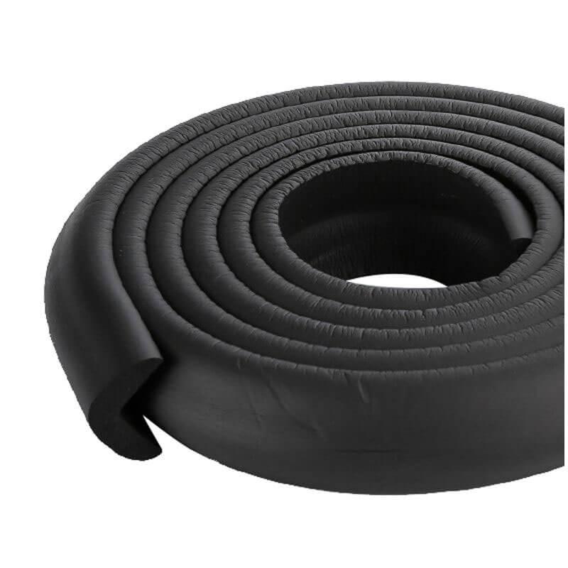 Penová ochrana rohov a hrán nábytku 2m x 3cm (tvar L) - farba čierna