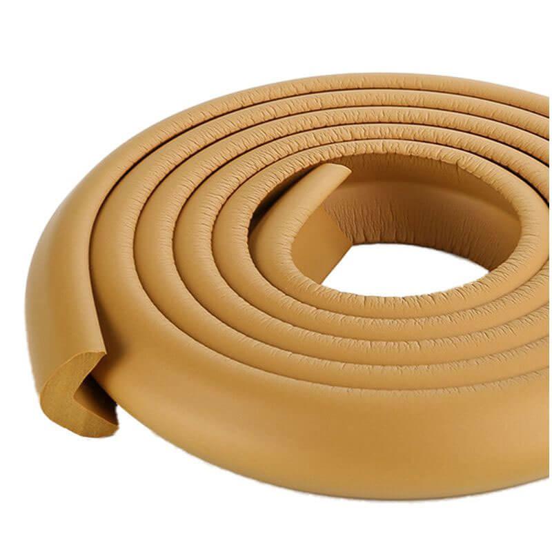 Penová ochrana rohov a hrán nábytku 2m x 3cm (tvar L) - farba mocca caffe