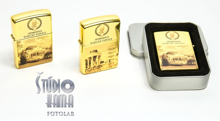 Fotka zľavy: Pripáľte si štýlovo - nechajte si vyrobiť zapaľovač s fotografiou podľa vlastného výberu. Na výber v zlatej, striebornej a bielej farbe.