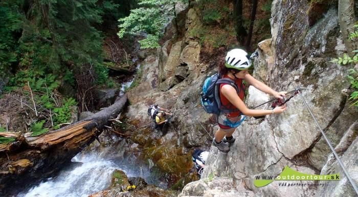 Fotka zľavy: Prvá slovenská Via ferrata na Slovensku čaká na vaše preskúmanie. Ak medzi vaše hoby patria laná, stupačky, rebríky, ale hlavne hory, táto túra je určená práve pre vás.