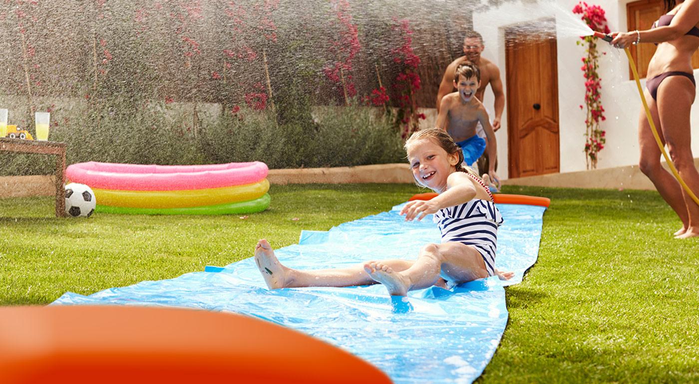 Fotka zľavy: Skvelá vodná šmýkačka - H2O Go! Užite si vodné hry so zábavnou letnou hračkou, ktorá nesmie chýbať v žiadnej záhrade, kde sú deti.