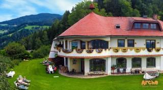 Zľava 46%: Užite si nádhernú alpskú prírodu v jednom z prvých ekohotelov - Biolandhaus Arche v Ebersteine, s vegetariánskou polpenziou, saunovým svetom a najkrajšími výhľadmi na okolité hory.