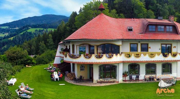 Fotka zľavy: Užite si nádhernú alpskú prírodu v jednom z prvých ekohotelov - Biolandhaus Arche v Ebersteine, s vegetariánskou polpenziou, saunovým svetom a najkrajšími výhľadmi na okolité hory.