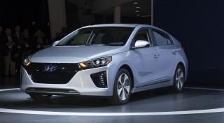 Zľava 41%: Nasadnite do modelu budúcnosti - nadupaného Hyundai IONIQ Electric a predveďte sa pred známymi. Hodinová jazda na špičkovom elektromobile za super cenu!