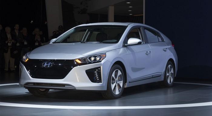 Fotka zľavy: Nasadnite do modelu budúcnosti - nadupaného Hyundai IONIQ Electric a predveďte sa pred známymi. Hodinová jazda na špičkovom elektromobile za super cenu!