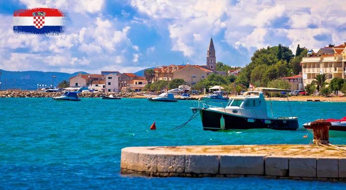 Fotka zľavy: Chorvátsko: Perfektná letná dovolenka v pohodlí Hotela Alba ***+ v letovisku Sv. Filip I Jakov. Kompletná cena vrátane polpenzie, miestnych poplatkov, služieb delegáta a ubytovania.