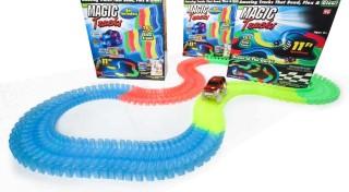 Zľava 50%: Autodráha Magic Tracks s LED osvetlením. Pripravte vašim deťom farebné preteky s touto 165 dielnou sadou!