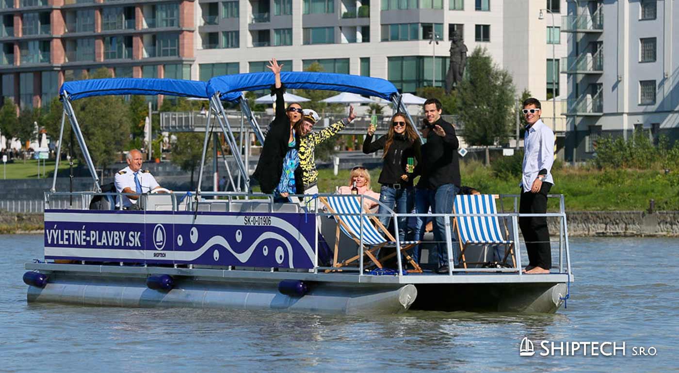 Plavba výletnou party loďou po Dunaji