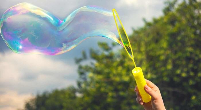 Fotka zľavy: Užite si mega zábavu s mega bublifukom. Vyfúknite obrovské bubliny a sledujte ako sa znášajú vzduchom!