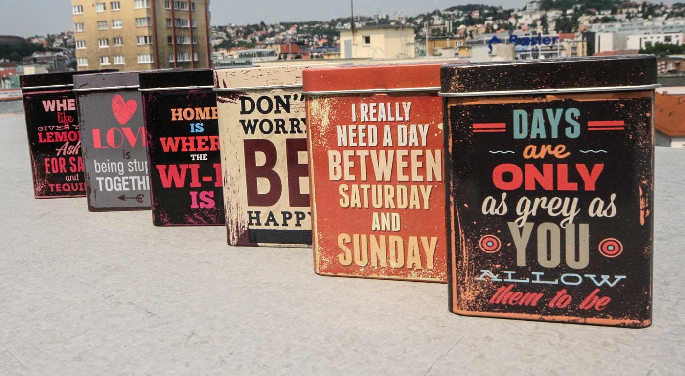 Štýlové kovové puzdro na cigarety so zábavnými citátmi