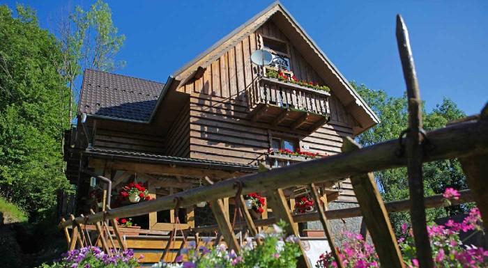 Fotka zľavy: Super dovolenka v krásnom prostredí Pienin na 3 alebo 4 dni v Penzióne Poľana. V dedinke Jezersko si užijete večeru s dezertom, vstup do jacuzzi aj balík zliav!