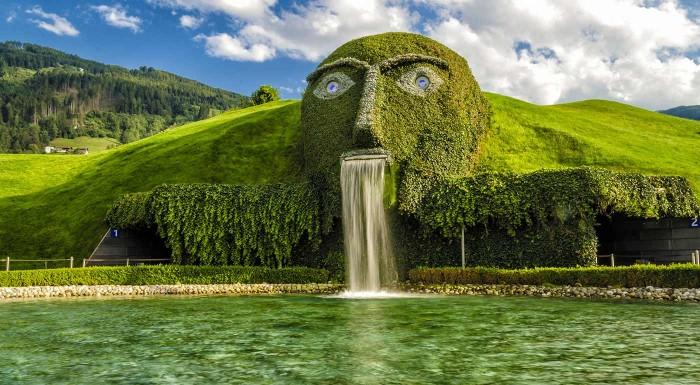 Fotka zľavy: Vyrazte s CK Prima Travel na ligotavý zájazd do rakúskeho Innsbrucku, kde na vás čaká aj návšteva Swarovského sveta krištáľov. Neobídete ani zámok tirolských vládcov Ambras a knedlíčkový festival.