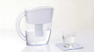 Zľava 64%: Pomôžte si k lepšiemu zdraviu s alkalizujúcim filtračným džbánom na vodu len za 19,99€. Zbavuje vodu škodlivých látok, čím pomáha detoxikácii, zvyšuje imunitu a absorpciu výživných látok do organizmu!